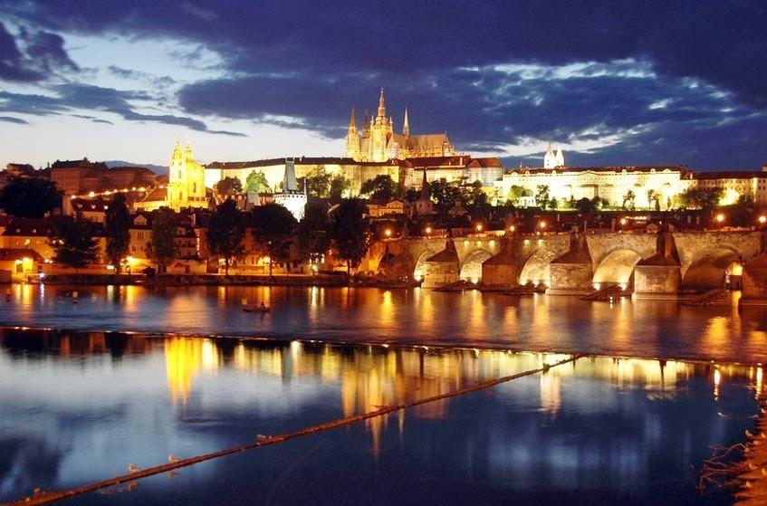 Castelo de Praga visto de longe