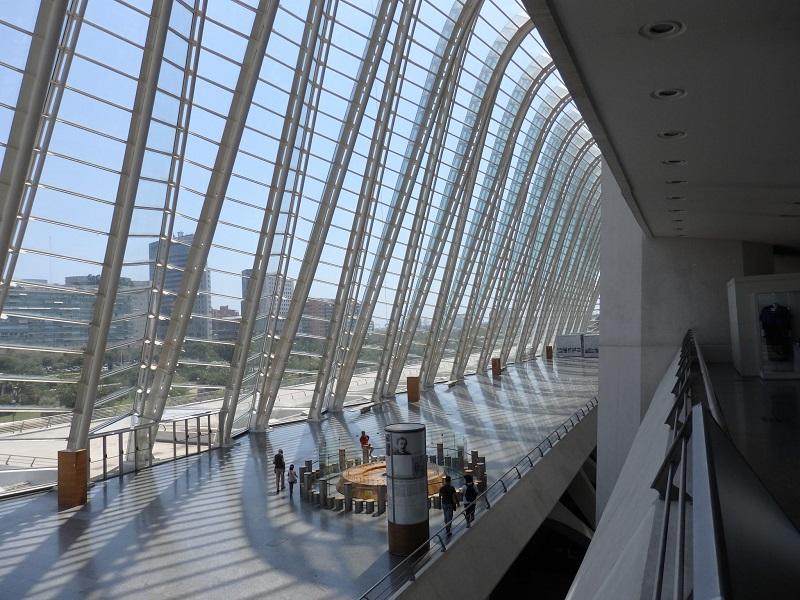 Interior de construção da Cidade das Artes e das Ciências em Valência