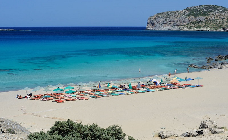 Praia Falassarna na ilha de Creta