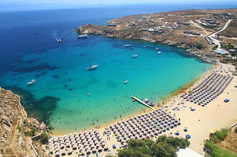 Praia em Mykonos